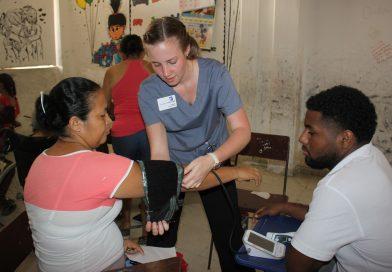 La UdeC brinda atención médica a población vulnerable en alianza con fundación de EEUU