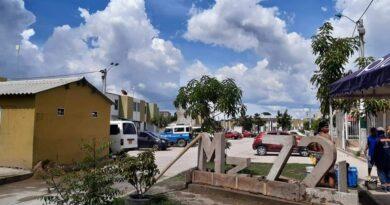 Plantón contra Corvivienda y Fundación Santo Domingo en ciudad del Bicentenario, reclaman las escrituras de sus casas.